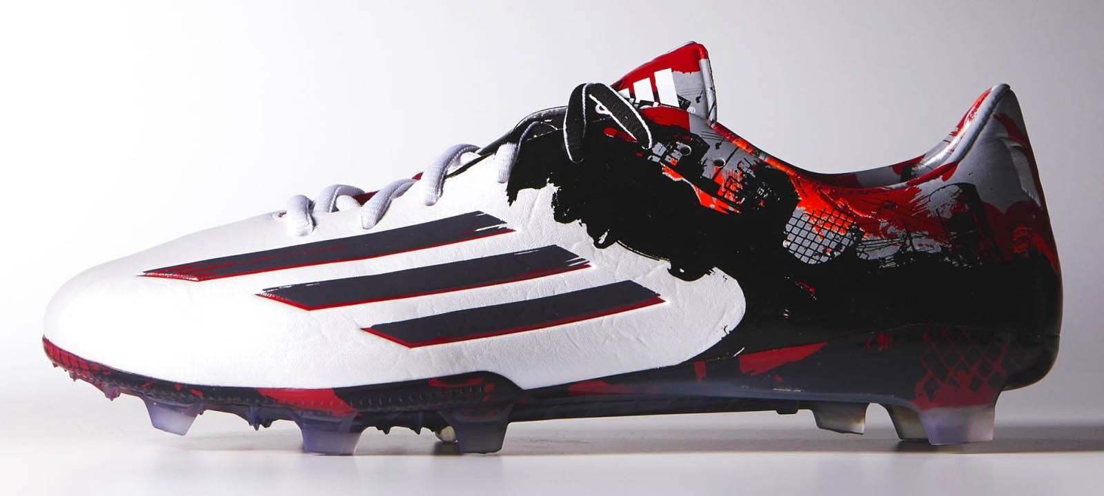 BOTINES  ¡Messi y Cristiano Ronaldo Tienen Nuevos Zapatos Propios ... aefef4fb31945